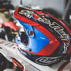 🤩 Tag quelqu'un qui voudrait ce casque ! @troyleedesigns @tld_moto ✨ . . . . #plxsport #speedshop #helmet #dirtbike #tld #troyleedesigns #protection #mx #enduro #motocross